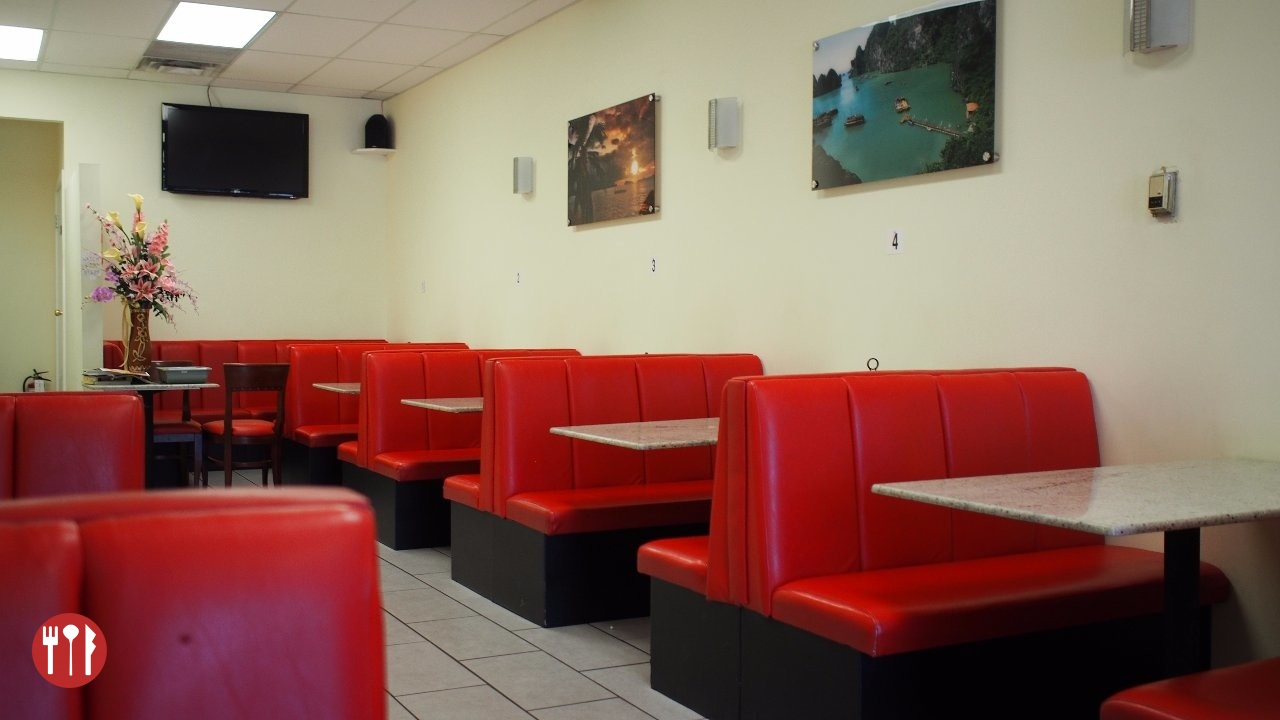 Seating at Pho Duy Thanh